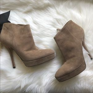 Euc Authentic Gucci light beige leather booties 9